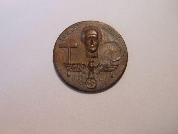 Medal z 1934 i krzyż z 1866roku.