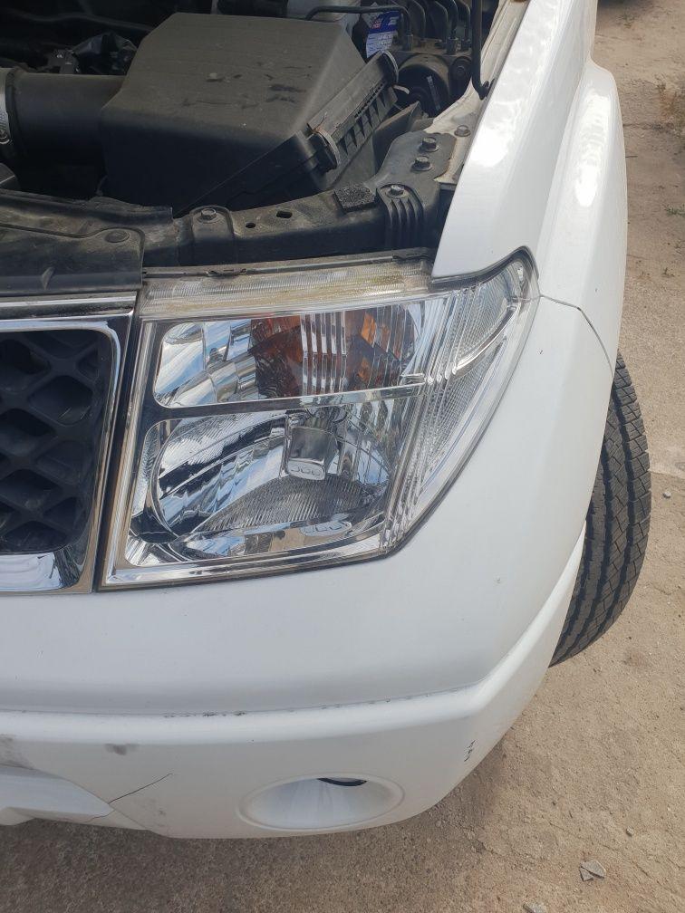 Nissan Pathfinder Navara Lampa Reflektor prawy lewy