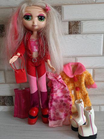 Кукла с одеждой для девочки