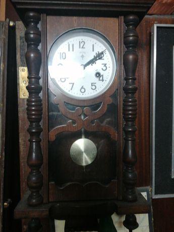 Relógio antigo em bom estado