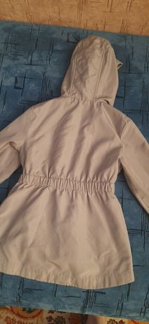 Продам  курточки  весняні  для дівчинки  розмір на 2-3года. Телефонуй