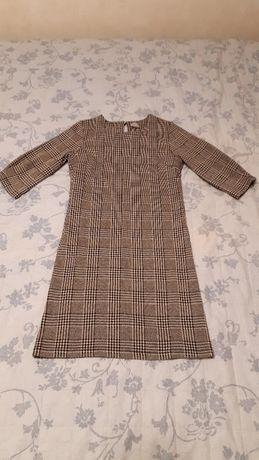 Платье приталеное.
