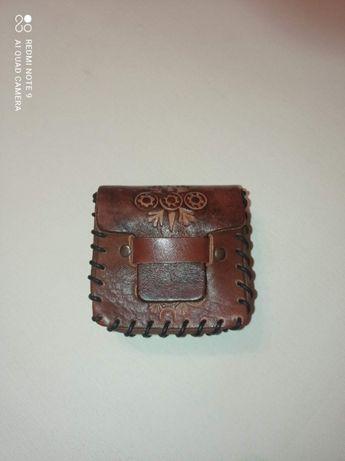 Кожаный тесненный кошелёк для компаса