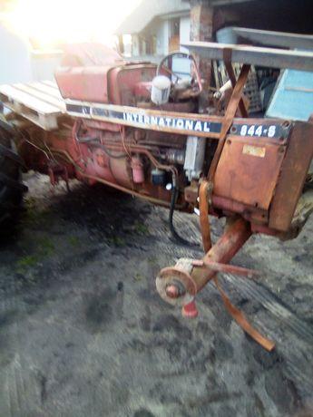 Ciągnik international 844-S case traktor