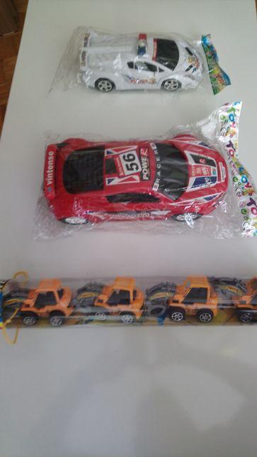 Duży samochód wyścigowy + policyjny + auta rolnicze na prezent 6 sztuk