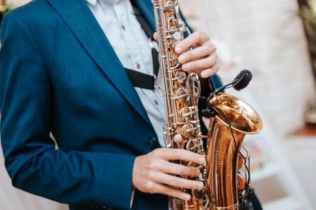 Саксофонист на праздник