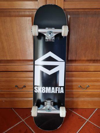 """Skate """"Sk8mafia"""" praticamente novo"""