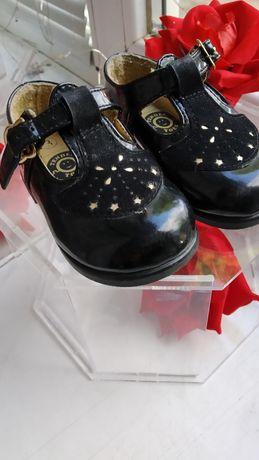 Лаковые черные туфли на девочку 19 20 3 размер
