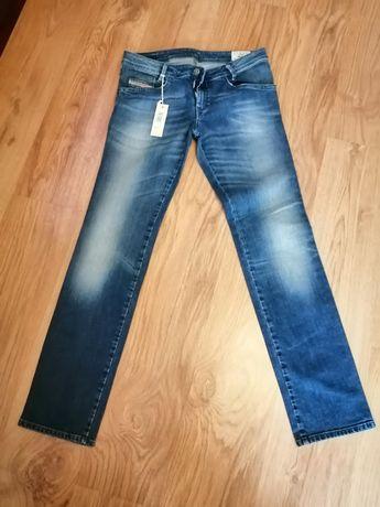 Spodnie dżinsowe ze STRECZEM. DIESEL.