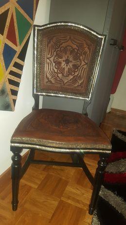 Cadeira em couro mt antiga restaurada