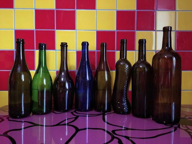 Пляшки різних форм та кольорів