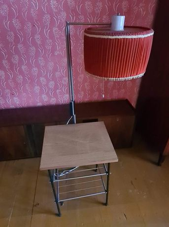 Lampa z gazetnikiem PRL, retro