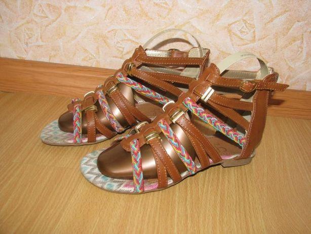 Love your sandals 33р по ст 21 см в хорошем состояние