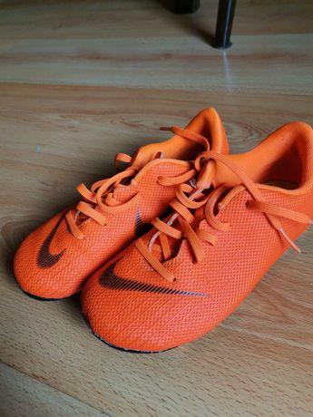 Buty sportowe korki chłopięce nike rozmiar 28,5