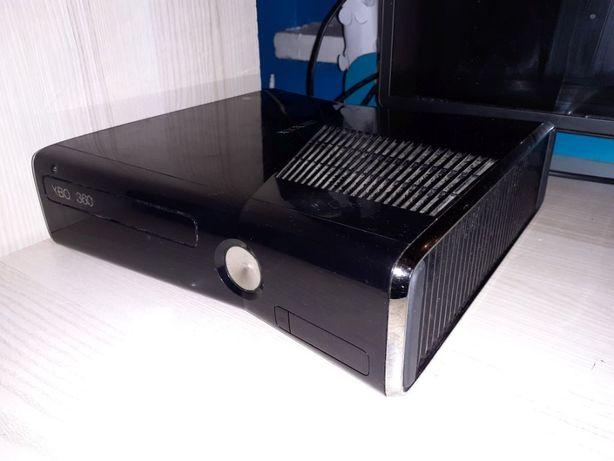 XBOX 360 250GB 2 pady kinect + gry