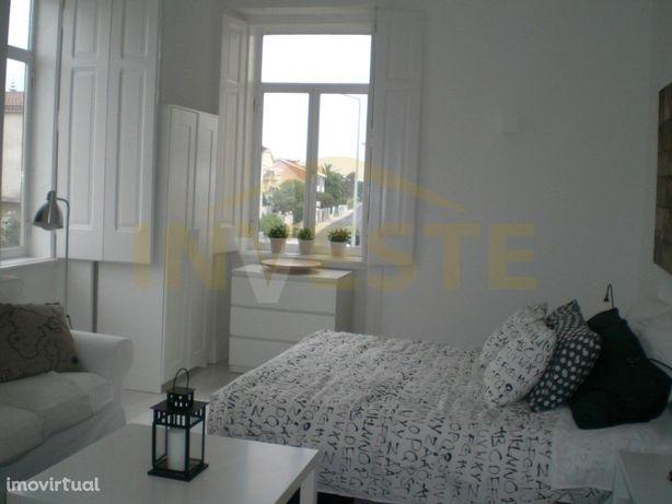 Apartamento T0, na Azarujinha, 1ª linha junto do mar e pr...