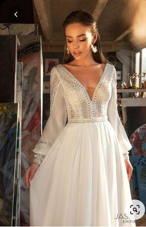 Весільна сукня зі шлейфон