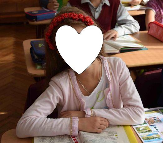Нарядний жакетик для дівчинки 7-9 років декорований ланцюжком