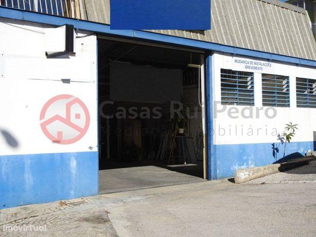 Armazém Industrial em zona Central da Sobreda