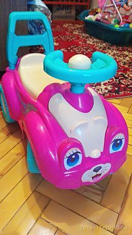 Продам детскую прогулочной машинку (толокар)