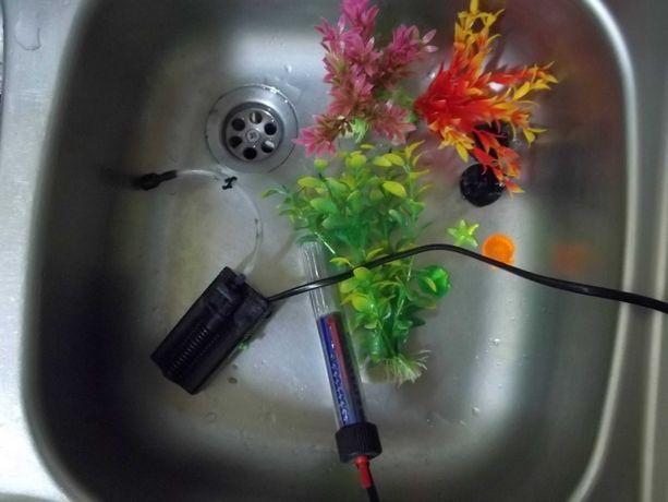 Akwarium, filtr z napowietrzaczem, rośliny, grzałka z termostatem, itp