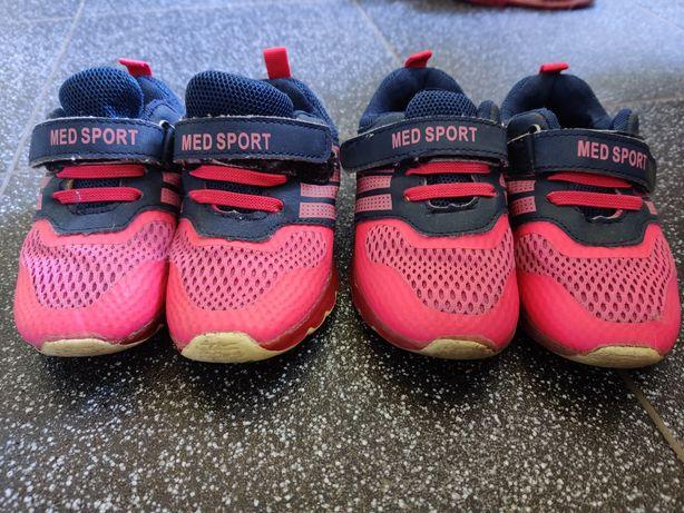 Продам лёгкие кроссовки 26,27 размеры 16,5 -17,1 см по стельке