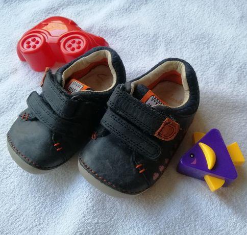 Первая обувь, кроссовки для самых маленьких Clarks, 18 р-р, 10,5-11 см