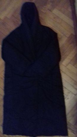 Bardzo duży płaszcz ocieplany damski czarny z kapturem