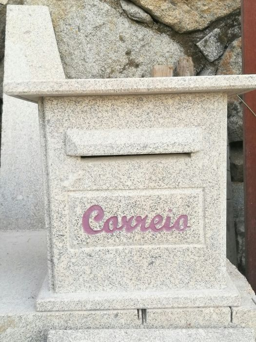Caixa de correio em pedra Souto Rebordões - imagem 1