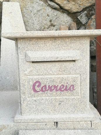 Caixa de correio em pedra