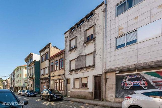 Prédio Devoluto :14 Habitações Para Recuperar Ao Metro Do Marquês