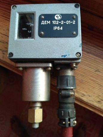 Датчик-реле давления ДЕМ 102-2-01-2. СССР.