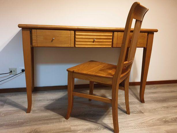Aparador, cadeira e mesa de cabeceira
