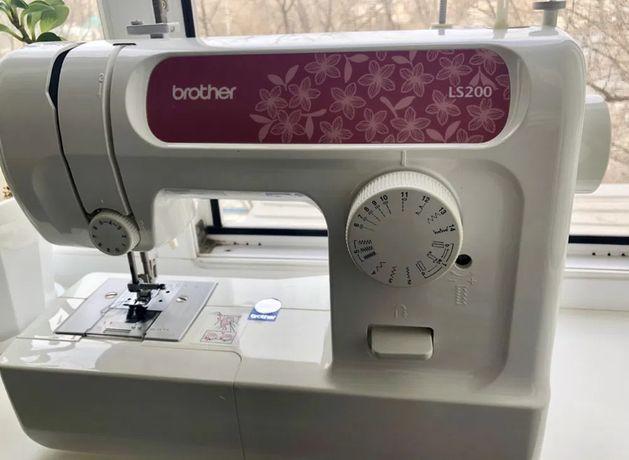 Продам швейную машинку Brother