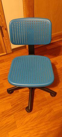 Krzesło IKEA do biurka.