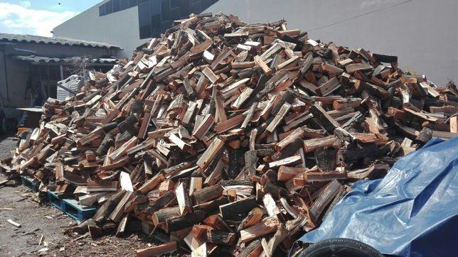Lenha carvão limpeza de chaminés pinhas