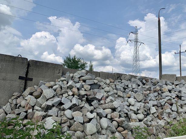 Kamien ogrodowy ozdobny do aranżacji ogrodu na skalniak lub ogrodzenie