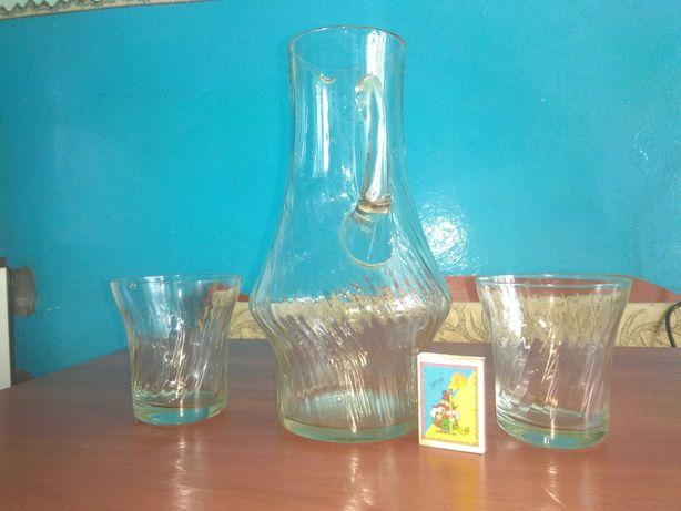 Графін + два стакана.