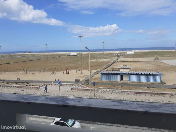 T3 em frente à praia, ao lado do Grande Hotel da Figueira