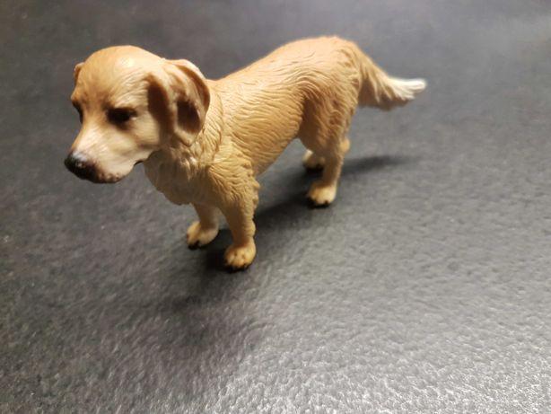 Figurka Schleich Pies Rasy Golden Retriever Życie na Farmie 16335
