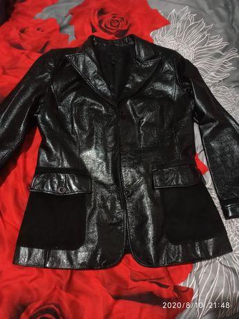 Продам шкіряну куртку (лаковану)