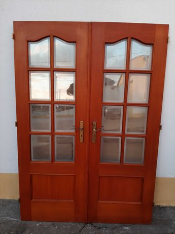Vendo portas sala com vidros e porta de interior em bom estado