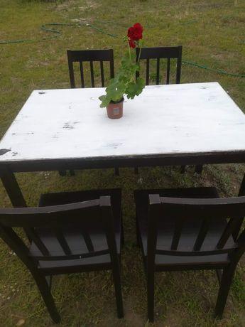 Stół.