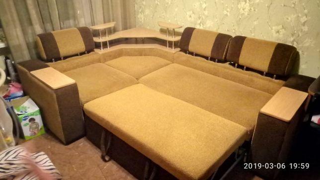 Продам угловой диван.