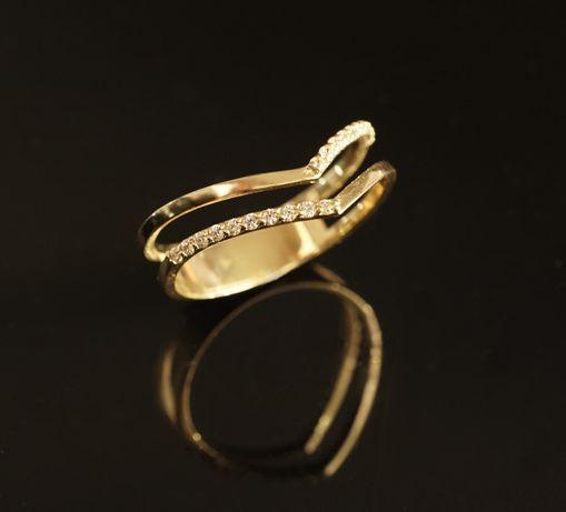 Złoto 585 - złoty pierścionek z cyrkoniami. Rozmiar 20,5