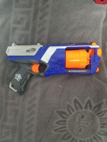 Пистолет Nerf strongarm