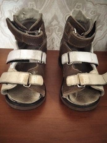 Отдам даром ортопедические сандали, стелька 15 см