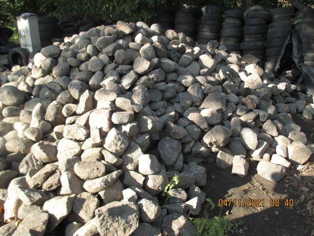 Kamień kocie łby z rozebranej drogi Granit
