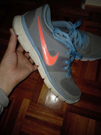 Ténis Nike tamanho 41 Mulher