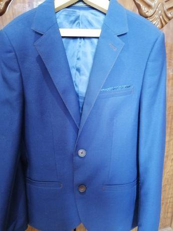 Продам пиджак новый на мальчика